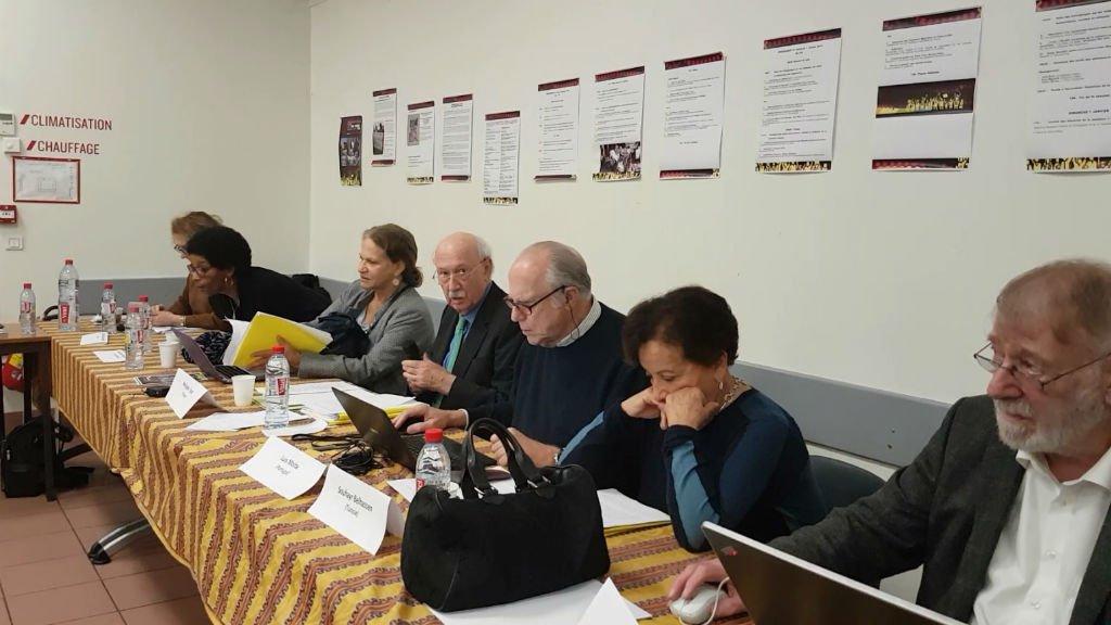 Une partie du jury du TPP présent à Paris le 5 janvier 2018. Le juge, Philippe Texier (4e gauche), a travaillé plus de 20 ans à l'ONU. Crédits : InfoMigrants