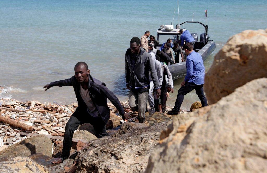عکس از رویترز/ شماری از پناهجویان بازگشت داده شده را در لیبیا نشان میدهد.