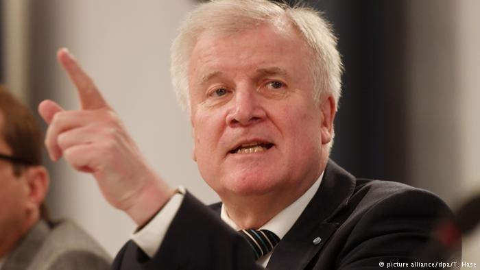 وزير الداخلية الألماني هورست زيهوفر يعتزم إصدار قانون لم الشمل جديد