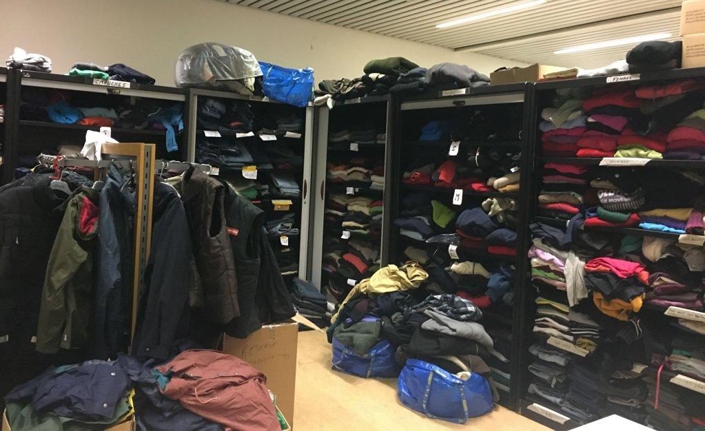 Image d'illustration de distribution de vêtements en Belgique. Crédit : InfoMigrants