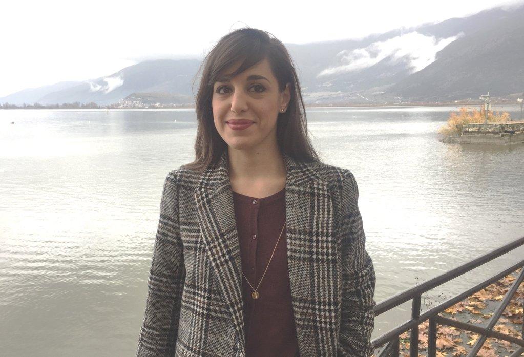 ديميترا كيراوندي: صحفية لدى DW- القسم اليوناني تعرضت للتهديد وتعليقات مشينة لكتابتها عن اللاجئين ومعاناتهم