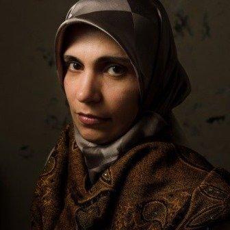 الخبيرة النفسية  د.تماضر عمر التي تعمل في مجال تقديم الدعم النفسي للاجئين