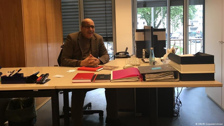 Behrouz Asadi counsels refugees at the