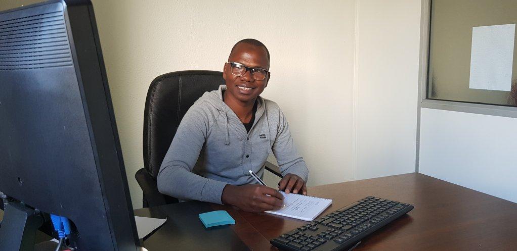 Minkoro est un des bnvoles du service domiciliation du CEDRE Crdit  Anne-Diandra Louarn  InfoMigrants