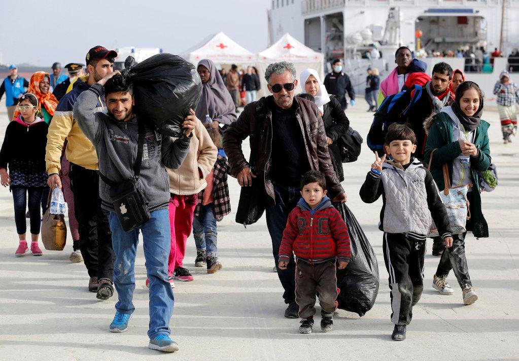 © REUTERS/Antonio Parrinello |Des réfugiés sur le port sicilien d'Augusta en Italie, 2017.