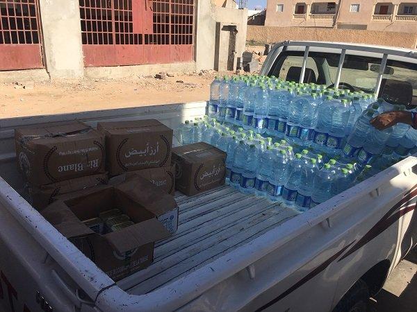 Un camion du Croissant-Rouge livre la nourriture aux migrants du foyer Crdit  InfoMigrants