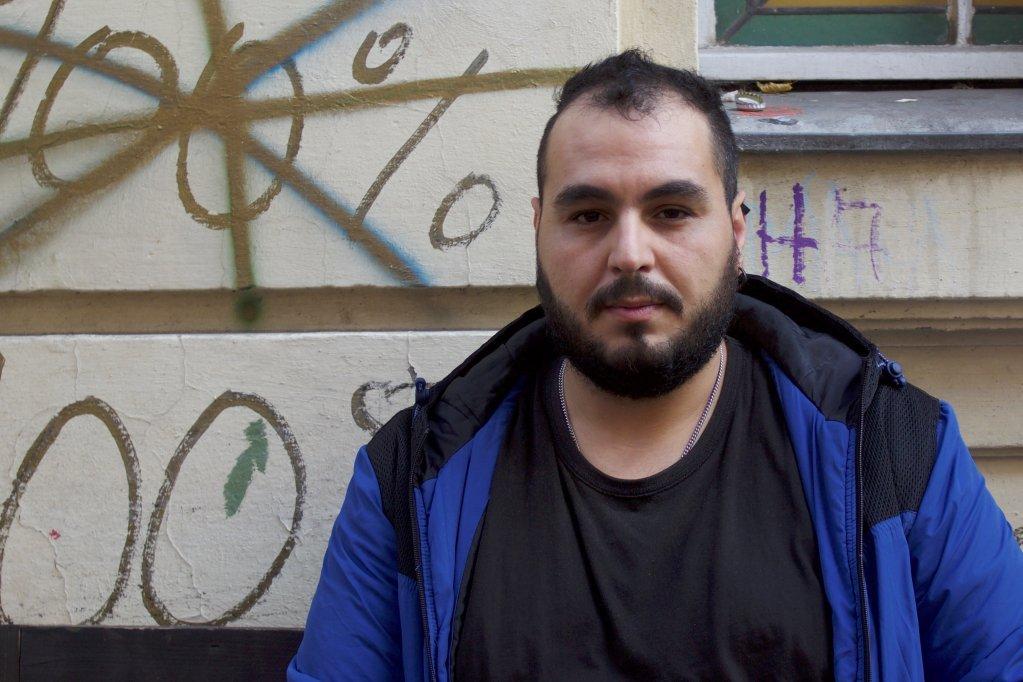 Waël a passé trois mois dans la rue à Berlin parce que la ville n'avait pas de logement disponible | Crédit : Holly Young