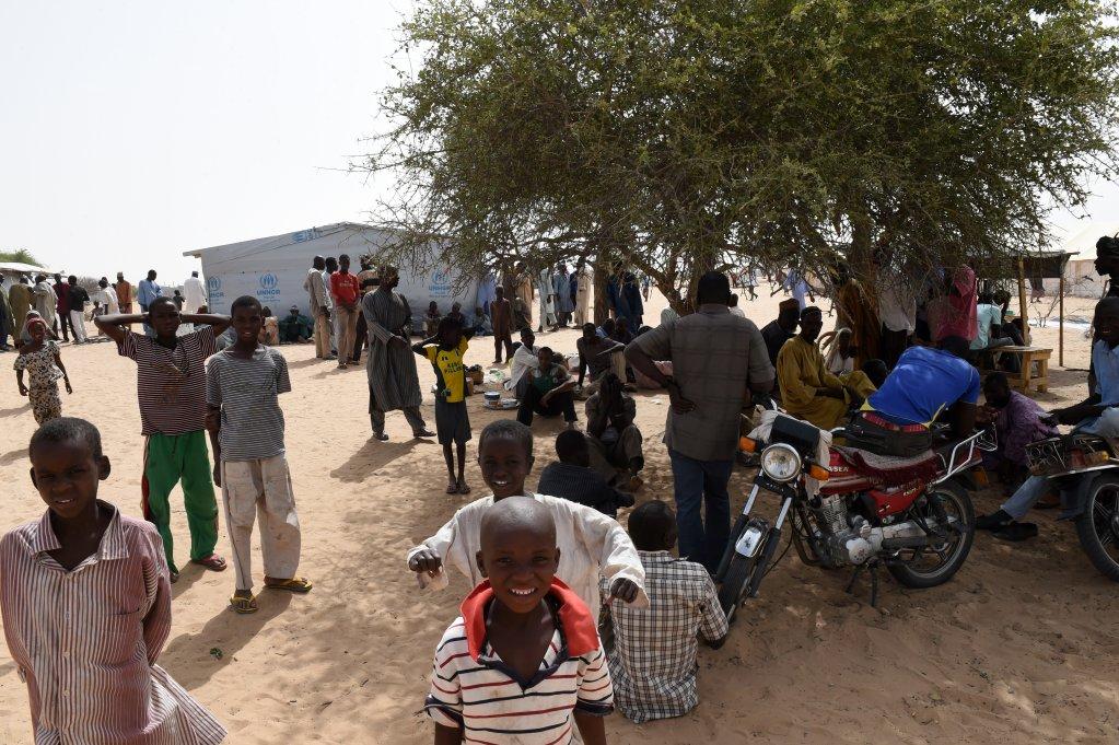 AFP PHOTO/PHILIPPE DESMAZES |Le camp de réfugiés, situé aux portes de Baga Sola, au Tchad.