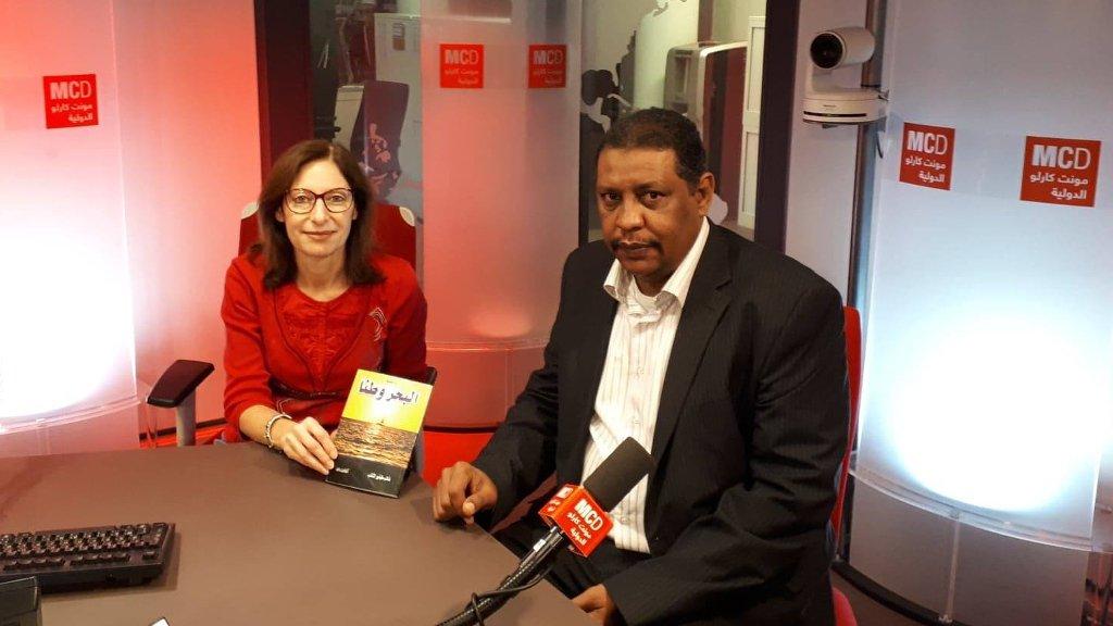 الإعلامي السوداني غالب طيفور الشائب مع غادة الخليل في استديو مونت كارلو. (خاص مونت كارلو الدولية)