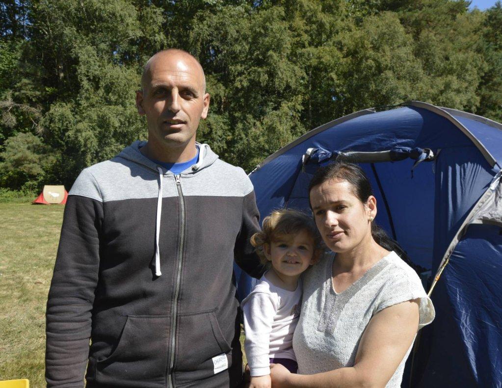 Shemsije, Xhevdet et leur fille Alea sont arrivés sur le campement des Gayeulles lundi 2 septembre. ©Maëva Poulet