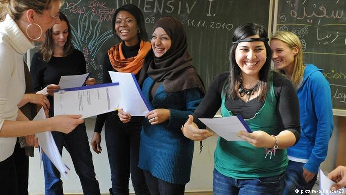 picture-alliance/ZB |تأهيل النساء المهاجرات يحقق لهن الاستقلالية  (الصورة من الأرشيف)