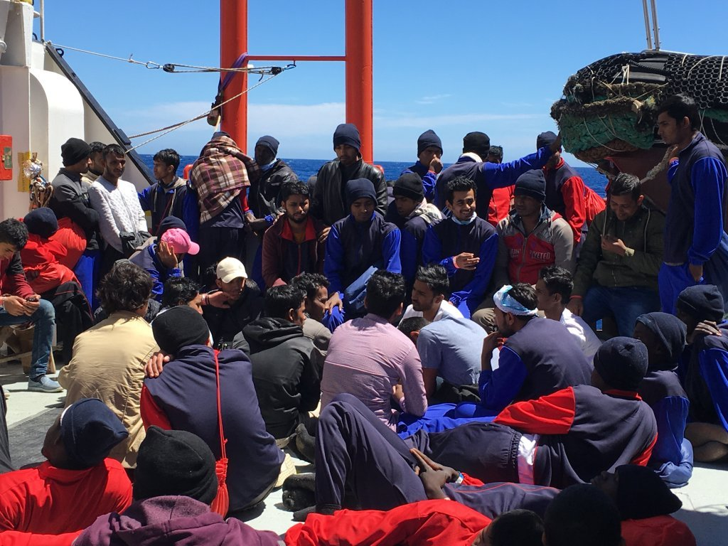 """مهاجرون على متن سفينة """"أكواريوس"""". المصدر:  مهاجرنيوز/أرشيف"""