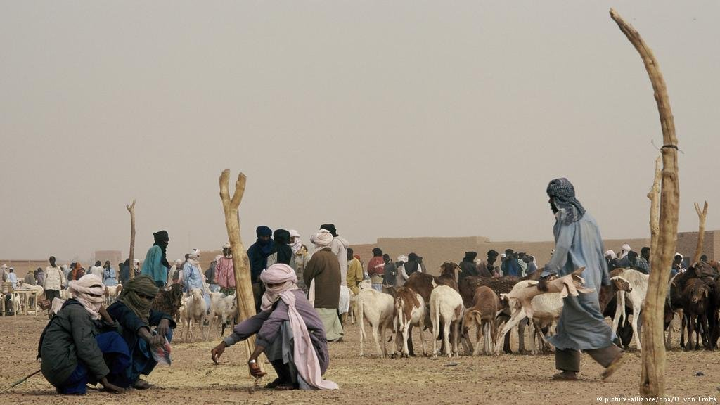 Locals feel overwhelmed with the number of refugees and migrants in Agadez