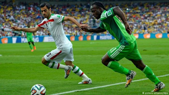 Victor Moses (r) takes the ball for Nigeria