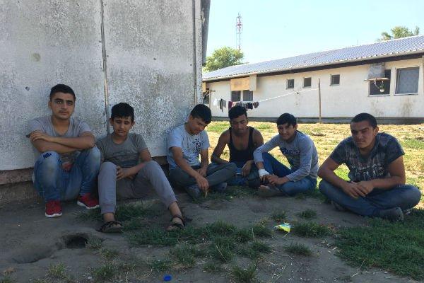 En juillet 2017, les mineurs non-accompagnés représentaient un quart de la population du centre de Krnjaca. Crédit : Julia Dumont.