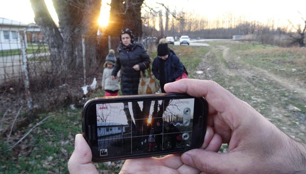 پشت صحنهی فیلم «رهگذر نیمهشب»، عکس از لطفالله باختری