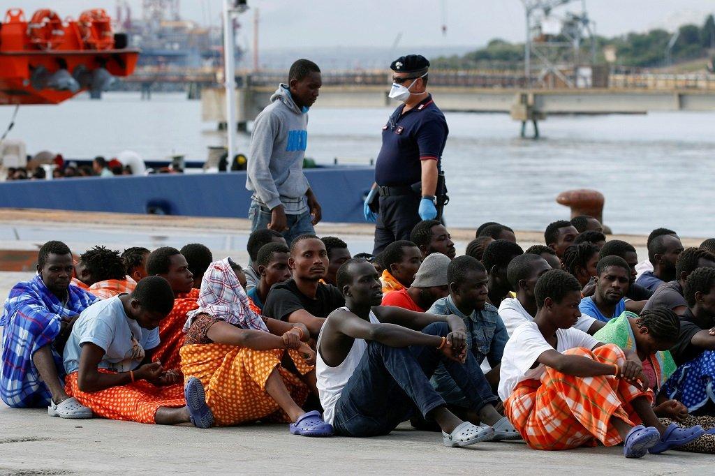 Des migrants débarqués dans un port sicilien, en 2016. Crédit : Reuters
