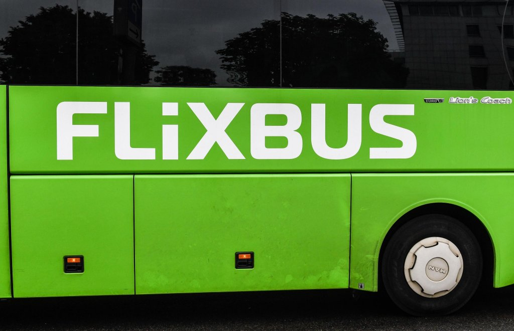 In the photo, a coach with the company Flixbus, where a young black man was insulted