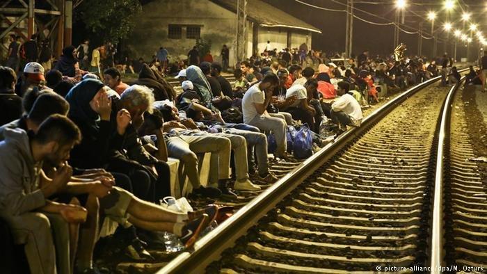 Sid Kroatien Tovarnik Serbien Grenze Flüchtlinge Asylpolitik Asyl Zagreb Bahnhof (picture-alliance/dpa/M. Ozturk)