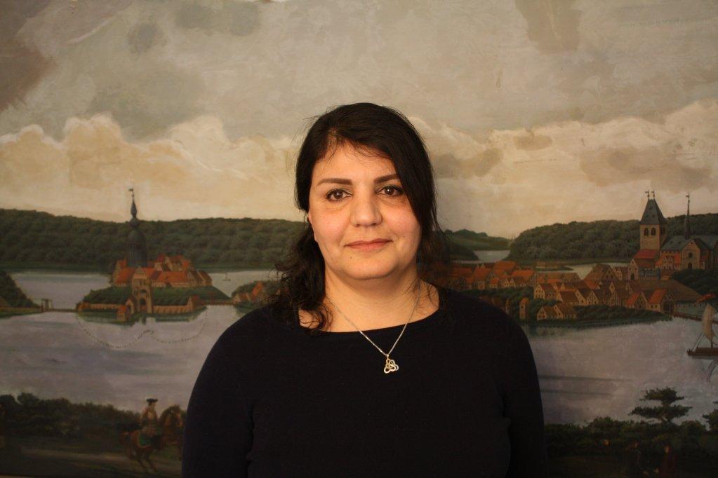 عصمت شيرازيك لاجئة إيرانية سابقة تعمل كخبيرة اجتماعية وفي مساعدة اللاجئين في ألمانيا