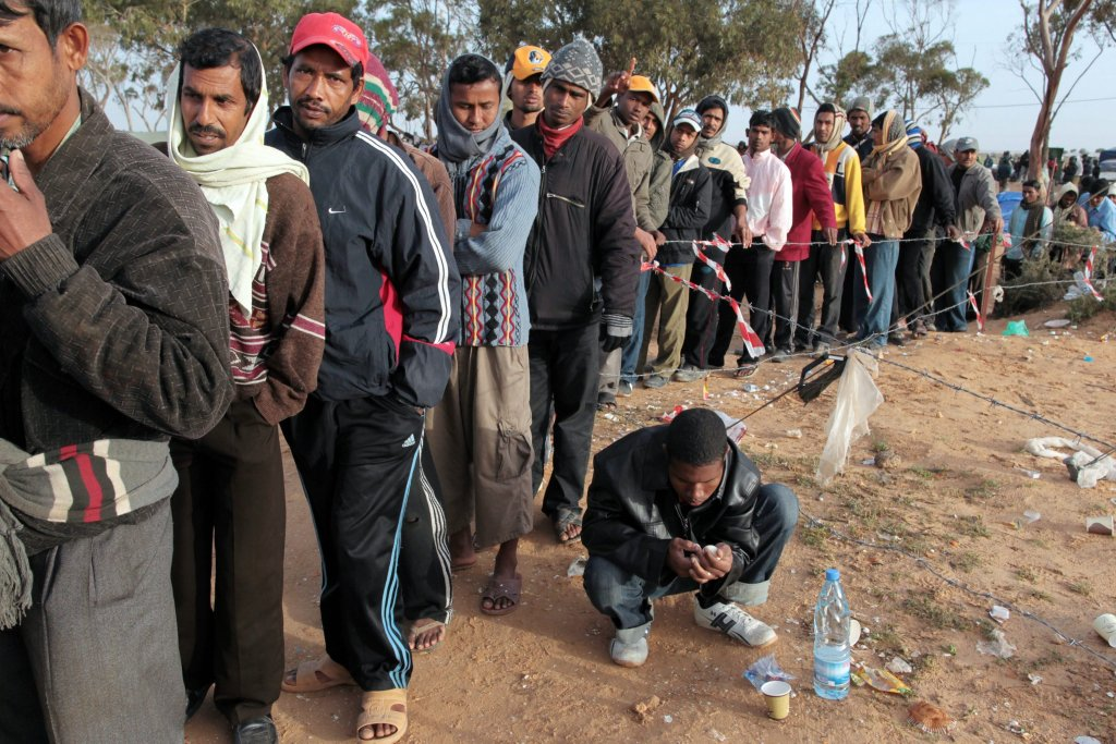 African migrants in a Tunisian transit camp situated several KM from the Ras Jdir border crossing witth Libya (Photo- EPA)