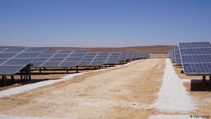 مخيم اللاجئين يستخدم طاقة شمسية