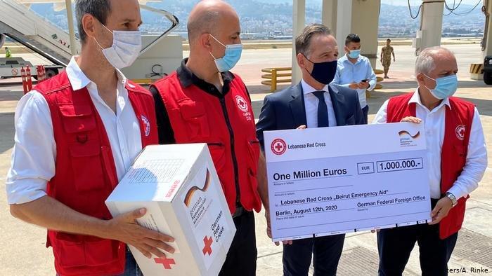 وزير الخارجية الألماني ماس أثناء زيارته إلى بيروت ـ أموال للصليب الأحمر اللبناني