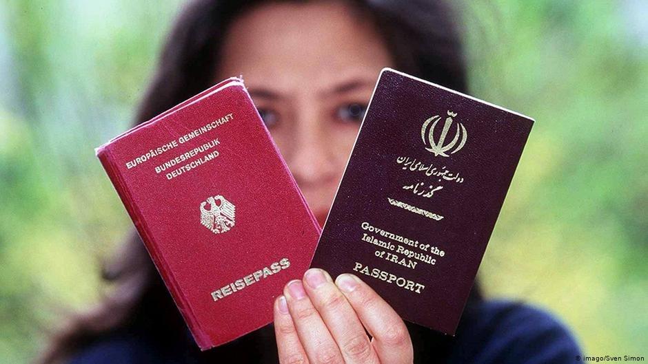 القانون الألماني يسمح للإيرانيين بحمل جواز السفر الألماني إلى جانب الإيراني