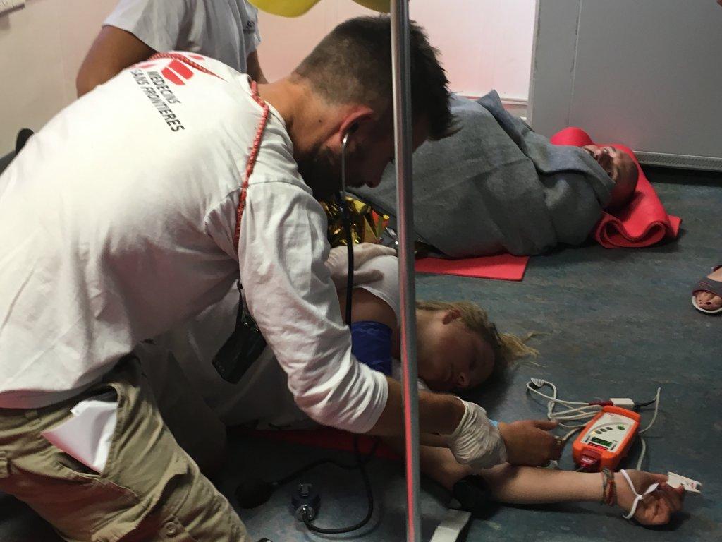 Des équipes de MSF simulent des exercices d'urgence sur l'Aquarius, en 2017. Crédit : InfoMigrants