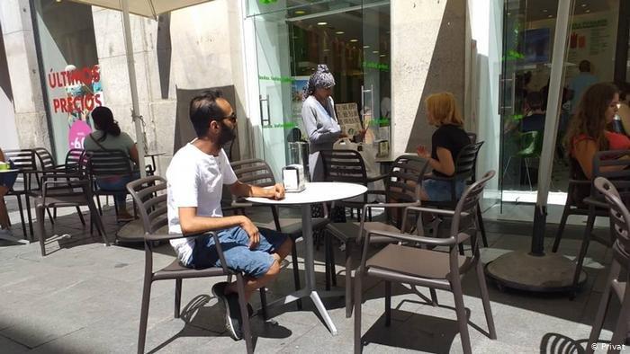 """بعد أكثر من سنتين من خروجه من اليمن، وصل أمين تاكي لاجئاً إلى إسبانيا، لكنه يشكو من """"الهدوء القاتل""""، على حد تعبيره"""