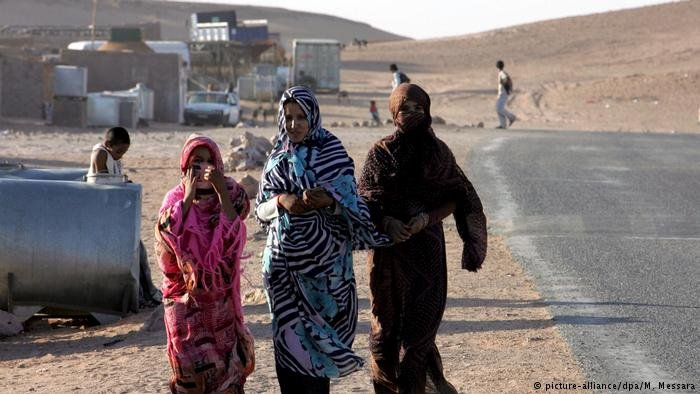 Women walk in the refugee camp of Tindouf in the southwest Algerian desert, some 1,900 kilometres southwest of Algiers (ARCHIVE)