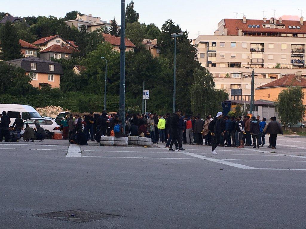 Des centaines de migrants vivent à Sarajevo, dans l'attente de passer en Croatie. Crédit : InfoMigrants