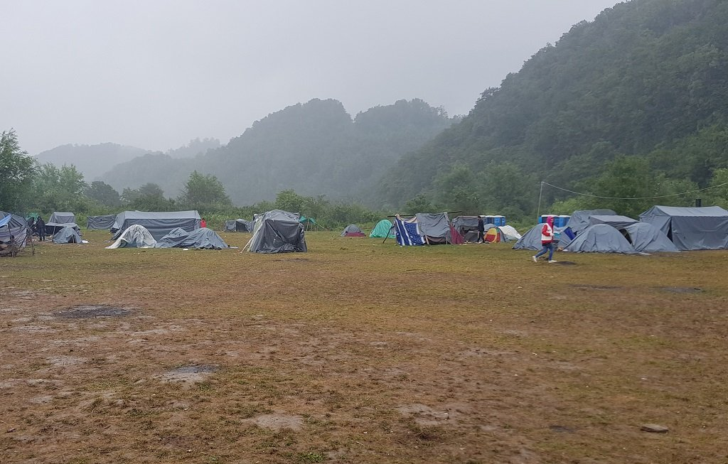 مخيم فليكا كلادوشا شمال البوسنة. مهاجر نيوز