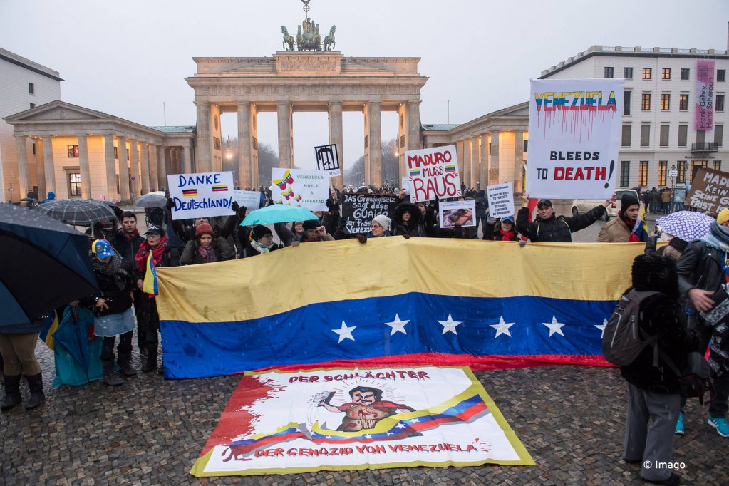 A protest in Berlin against Nicolas Maduro of Venezuela About a 150 people stood in front of the Brandenburg Gate in Berlin to protest  Photo Imago  Christian Ditsch