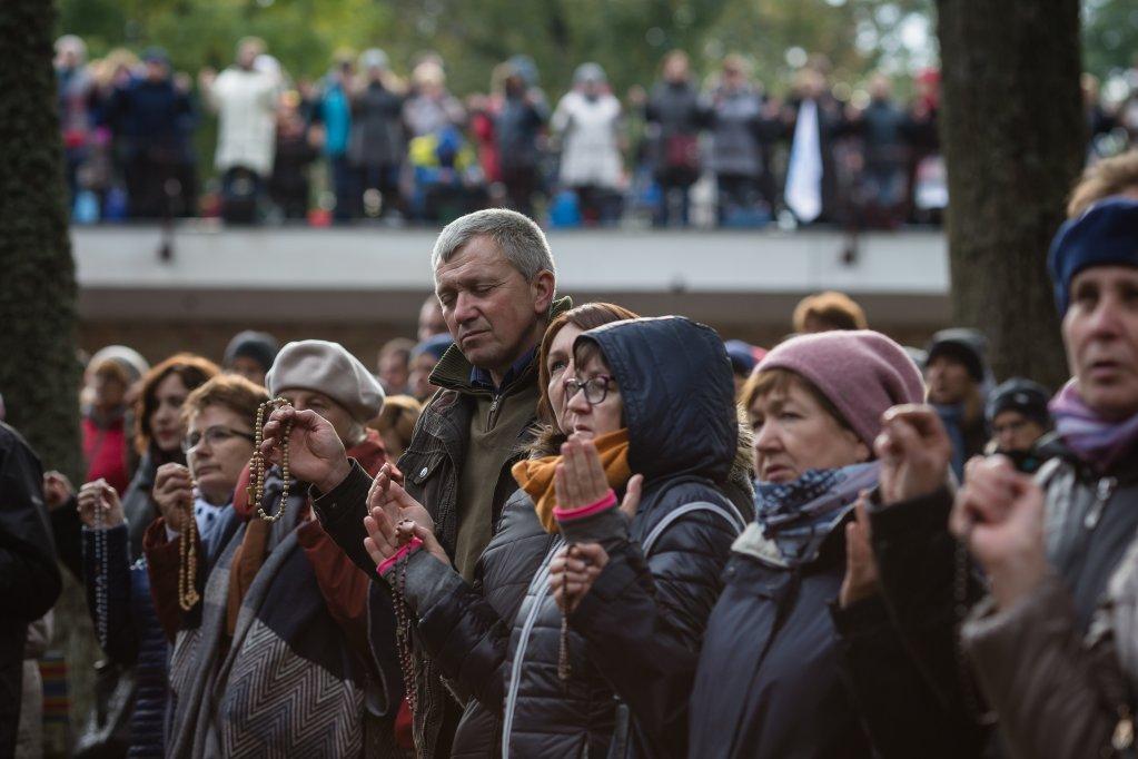 Wojtek Radwanski / AFP |Des catholiques réunis pour le «Rosaire aux frontières» dans le sanctuaire de Koden, dans l'est de la Pologne, le 7 octobre 2017.