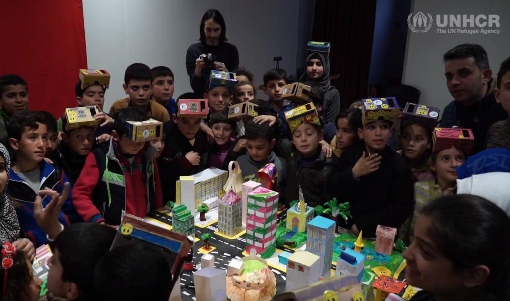 """ورشة عمل للأطفال السوريين اللاجئين في تركيا ضمن مبادرة """"حلب المستقبل"""" المصدر: المفوضية العليا للاجئين"""