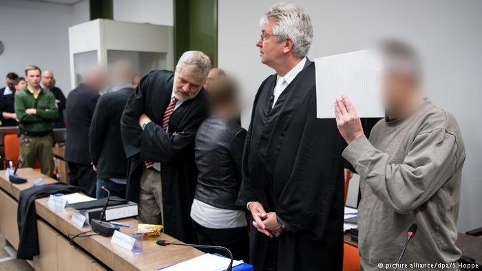 """محاكمة عائلة كردية إيزيدية بتهمة """"سوريون مزيفون"""""""