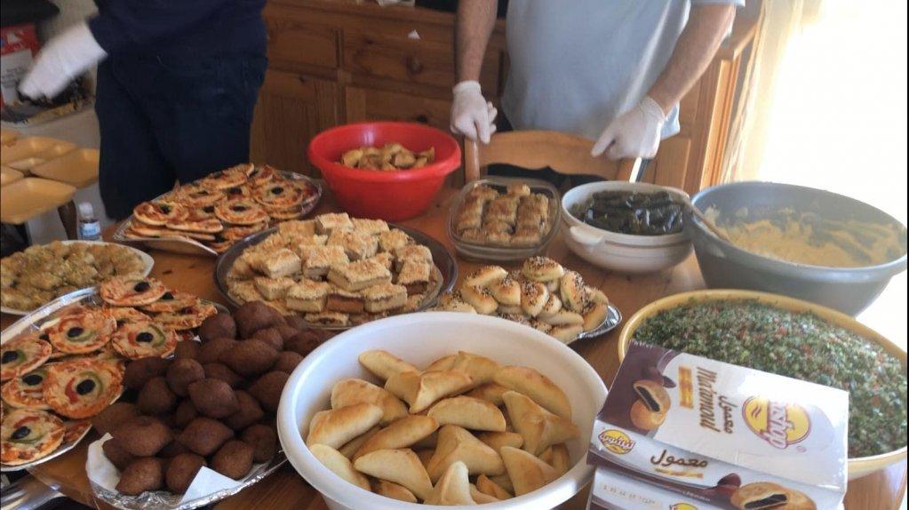 جهّزت عائلات سورية أطباق من المطبخ الشرق أوسطي