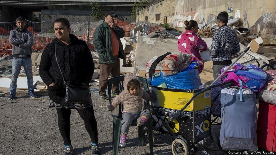 Roma people in Naples   Photo: Picture-alliance/AA/A.Paduano