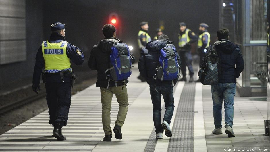 در سال ۲۰۱۶، پولیس سویدن پناهجویان را از یک قطار آهن در نزدیکی شهر مالمو همراهی میکند