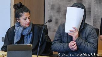 مهرب طالبي اللجوء أمام المحكمة