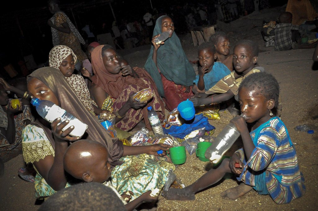 Nigerian Internally Displaced Peoples (IDPs) receive food aid at an IDP camp in Maiduguri, Nigeria.  Credit: EPA/DEJI YAKE9