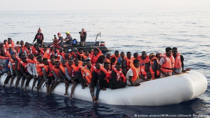 picture-alliance/AP/Mission Lifeline/H. Poschmann