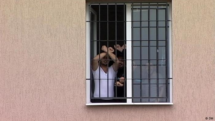 بعض طالبي اللجوء في مركز للإيواء في العاصمة البلغارية صوفيا