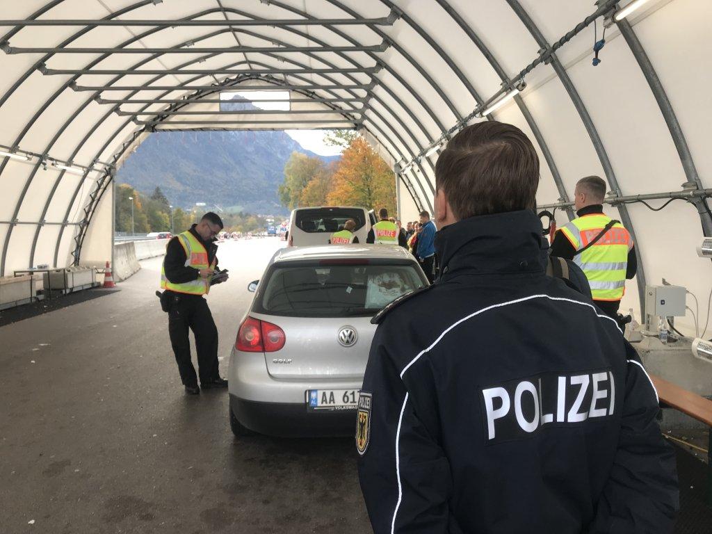دوريات مراقبة الحدود بين ألمانيا والنمسا.