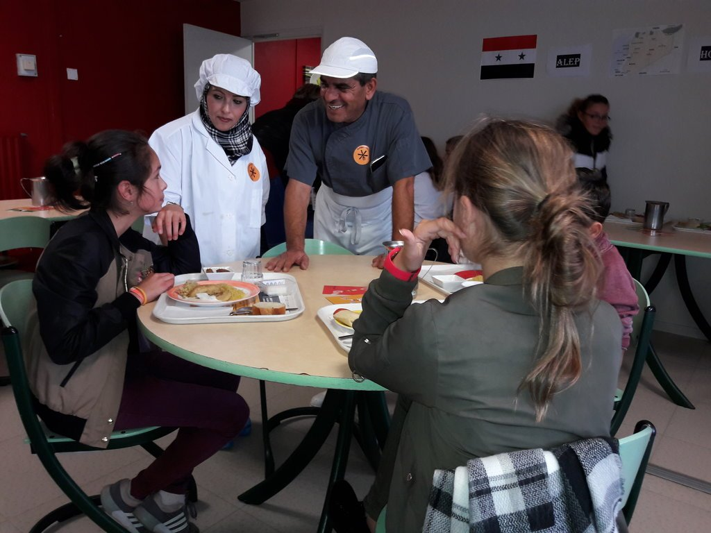 RFI |Abdulaziz et sa compagne. Jeudi 5 octobre 2017, au collège Ernest Hemingway de Port-en-Bessin, le chef c'était le lui.