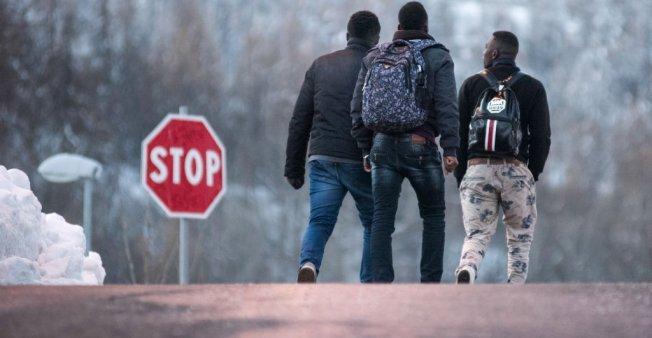 أ ف ب/أرشيف |مهاجرون يتجهون نحو الحدود الإيطالية الفرنسية في كانون الثاني/يناير
