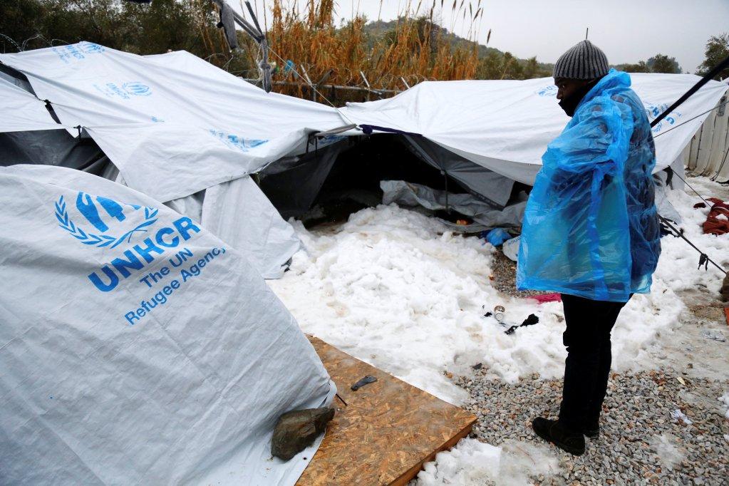 Petros Tsakmakis/Intimenews via REUTERS |En janvier dernier, réfugiés et migrants dormaient encore dans ces petites tentes sous la neige dans le camp de Moria sur l'île grecque de Lesbos (photo prise le 10 janvier 2017).