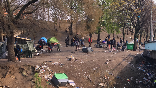 بخشی از تپه فروش مواد مخدر ( کراک) در پورت دو لاشاپل. عکس از مهاجر نیوز