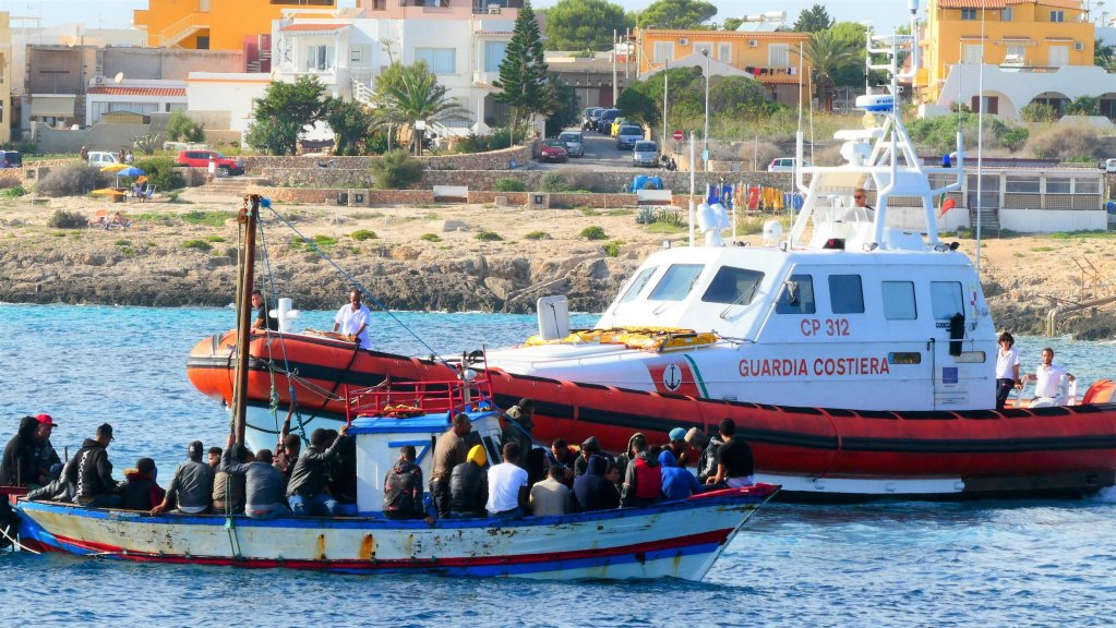 Tunisian migrants aboard a boat entering the port of Lampedusa  Photo ANSADesiderio